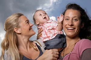 Um casal de mães lésbicas