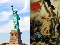 À direita, a Estátua da Liberdade; à esquerda, A Liberdade Liderando o Povo, de Eugène Delacroix