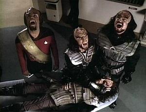 Os klingons gritam quando um dos seus morre, para avisar aos espíritos que um guerreiro terrível agora ronda entre eles