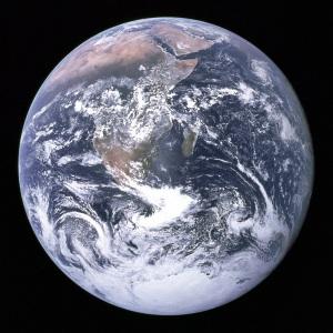 Este pequeno planeta precisa de cuidados.