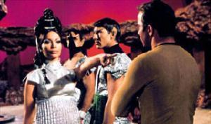 Capitão Kirk no planeta Vulcano, durante o pon farr de Spock